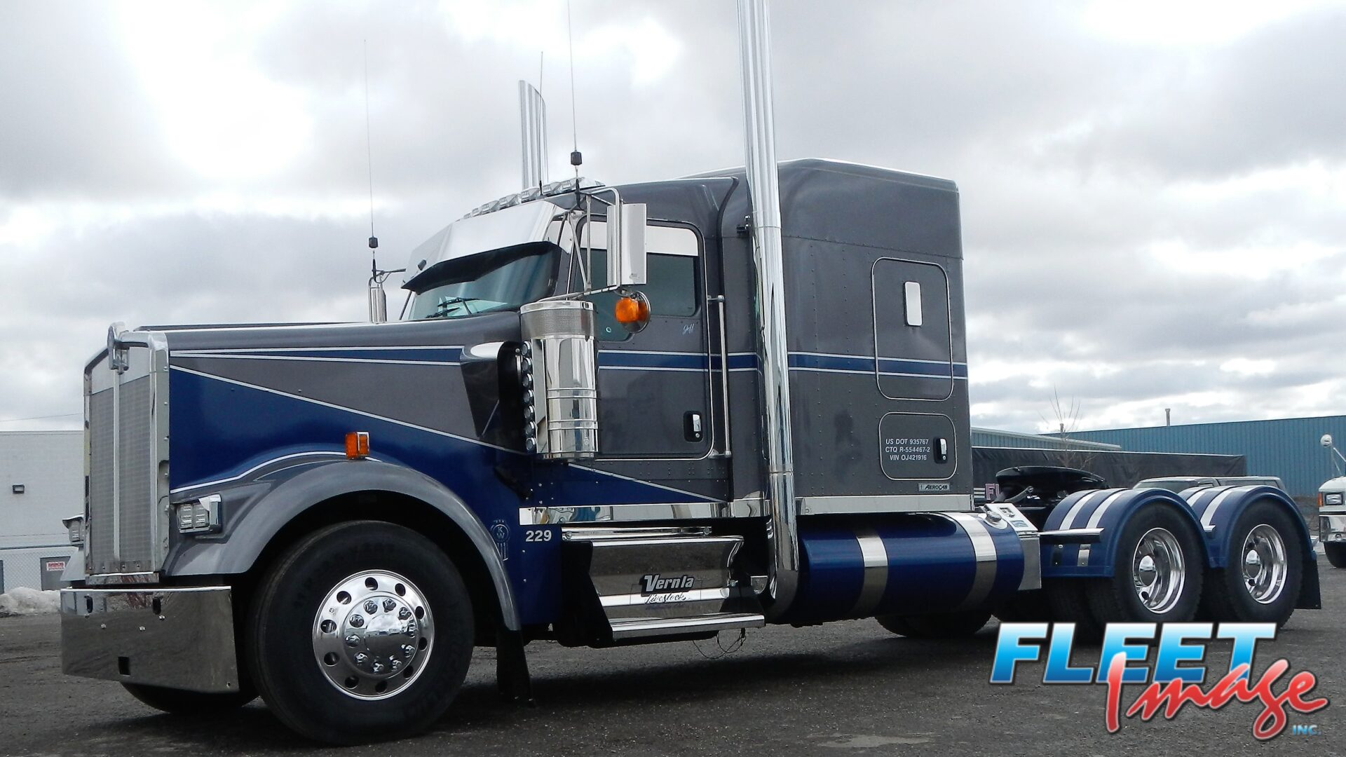 Vernla black and blue truck